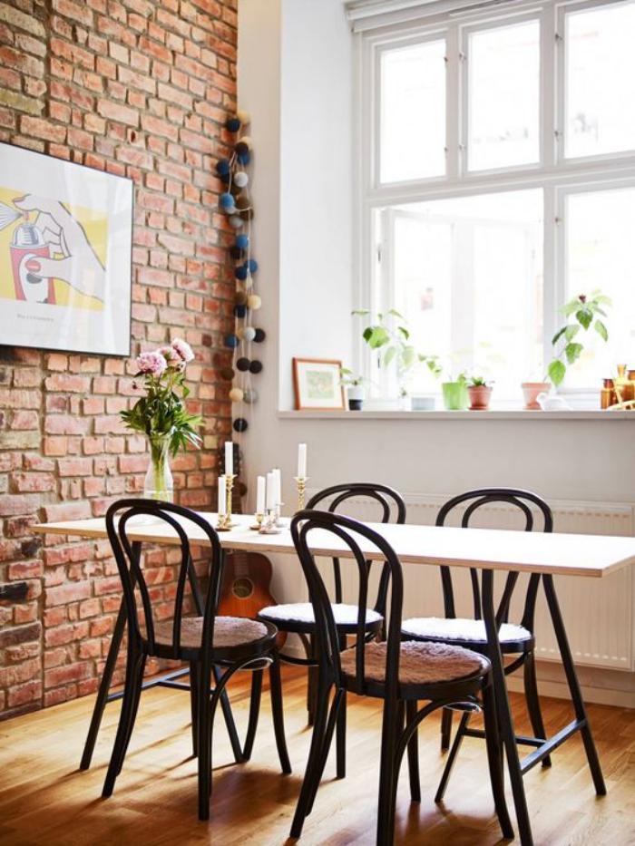 chaise-thonet-mur-en-briques-décor-vintage-scandinave