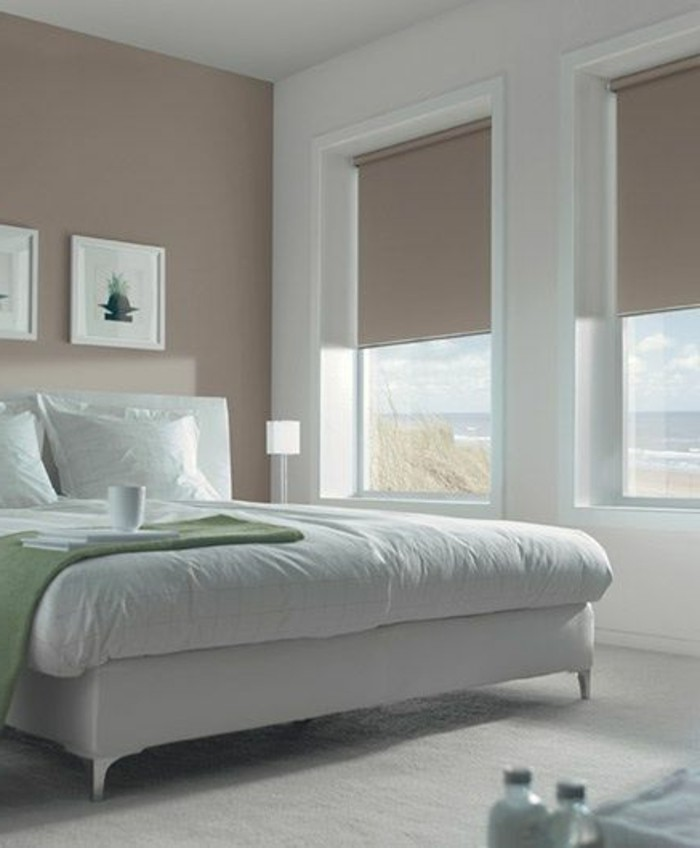 chambre-a-coucher-murs-beiges-lit-grand-double-chambre-a-coucher-moderne