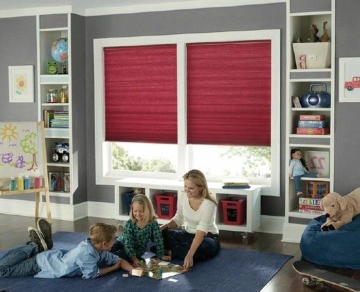chambre-d-enfant-fille-avec-store-occultant-velux-violette-rouge-habillage-fenetre-velux