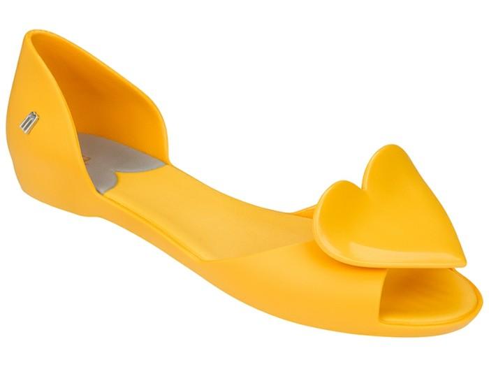 chaussures-melissa-au-coeur-devant-oranges-resized
