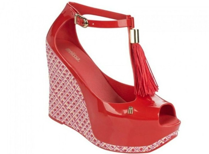 chaussures-melissa-au-pompon-devant-rouges-resized