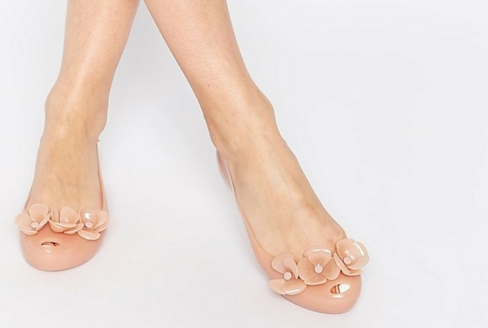 chaussures-melissa-beige-ouvertes-devant-beiges-classiques-resized