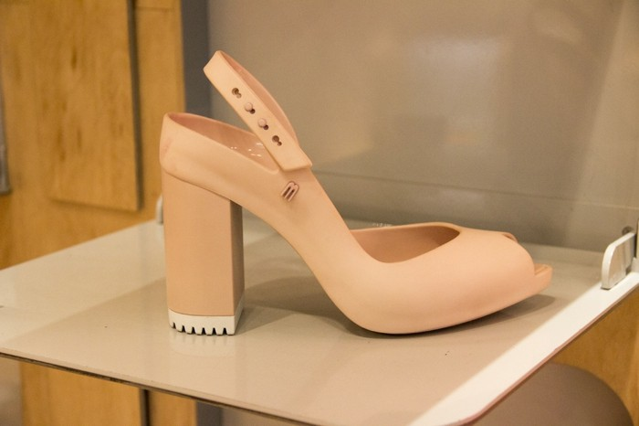 chaussures-melissa-beige-talons-tres-hauts-resized