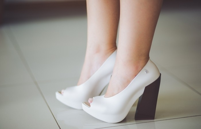 chaussures-melissa-blanches-aux-talons-noirs-resized