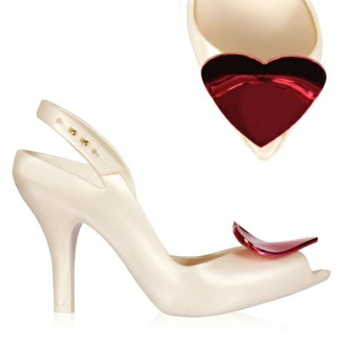 chaussures-melissa-blanches-et-coeur-rouge-resized