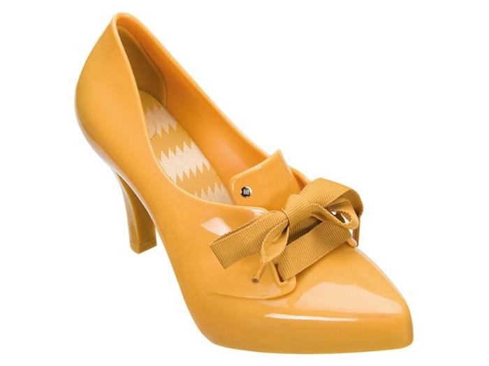 chaussures-melissa-couleur-moutarde-au-noeud-elegant-devant-resized