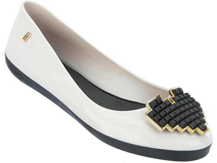 chaussures-melissa-decoration-en-forme-geometrique-effet-pierres-noires-resized