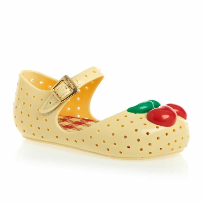 chaussures-melissa-petites-filles-aux-cerises-couleur-creme-resized