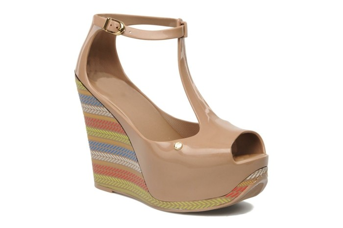 chaussures-melissa-sandales-plateformes-beiges-colorees-au-dessous-resized