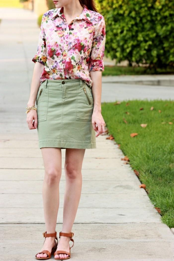 chemise-fleurie-femme-combine-avec-une-mini-jupe-couleur-caramel-resized