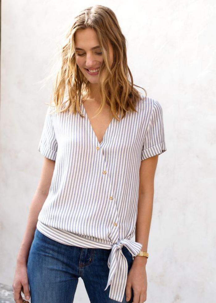 chemise-rayée-femme-blanche-boutonnière-asymétrique