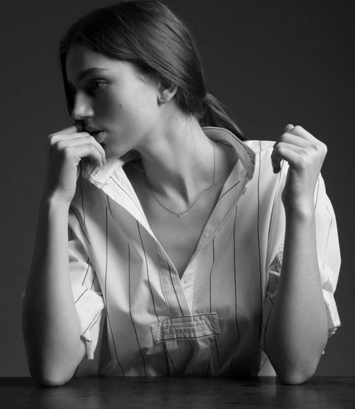 chemise-rayée-femme-chemisier-blanc-à-rayures-noires