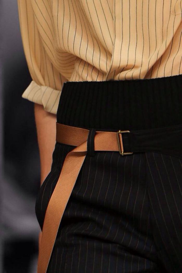 chemise-rayée-femme-le-style-classique-femme-d'affaire