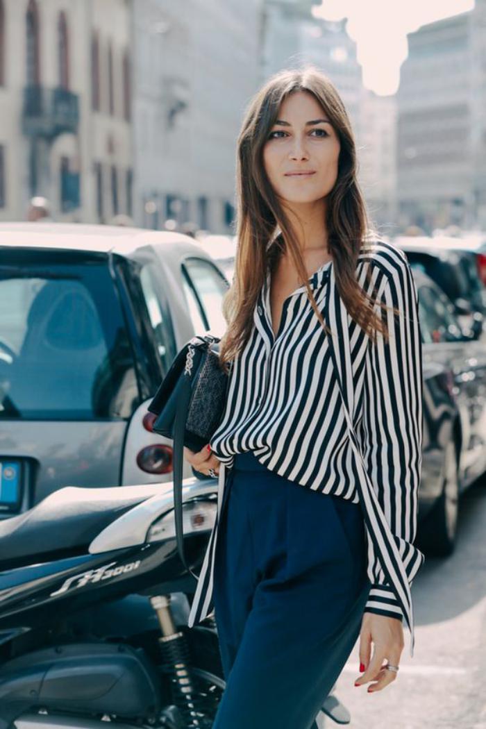 chemise-rayée-femme-noir-et-blanc-combinée-avec-pantalon-fluide