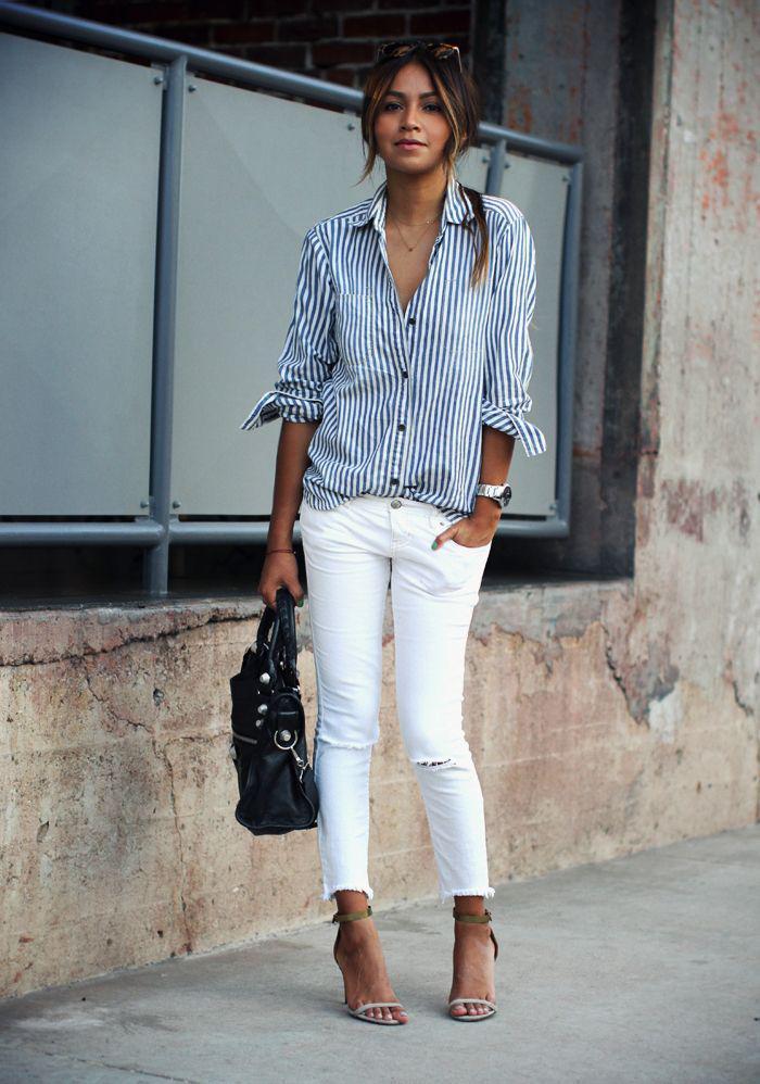 chemise-rayée-femme-portée-avec-un-pantalon-et-des-talons-hauts