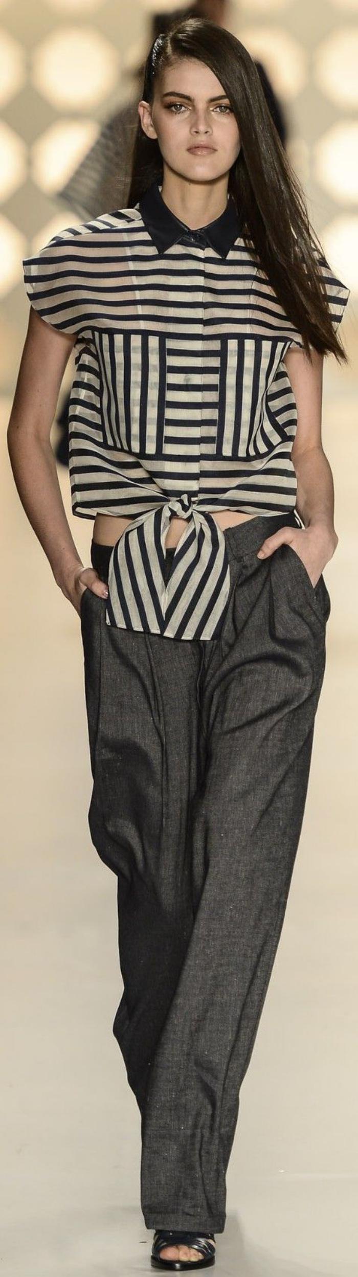 chemise-rayée-femme-portée-par-un-modèle