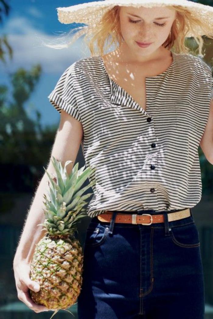 chemise-rayée-femme-rayés-noirs-et-blancs-portée-avec-des-jeans