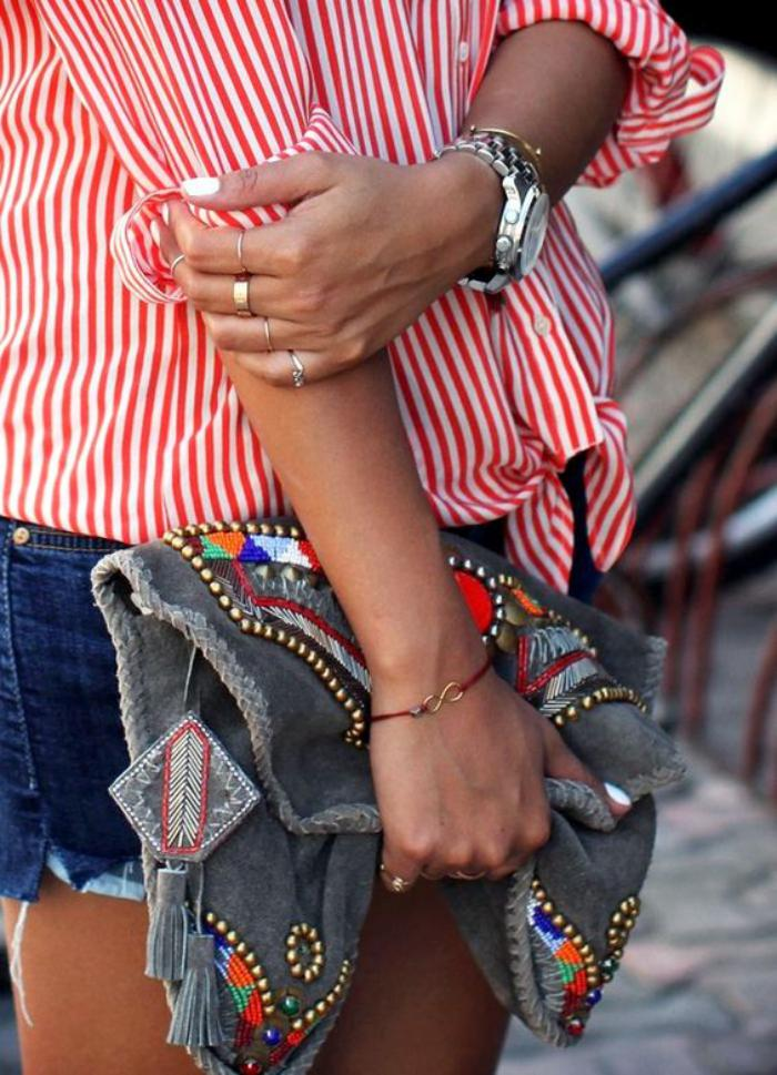 chemise-rayée-femme-rouge-et-blanc-et-short-en-denim