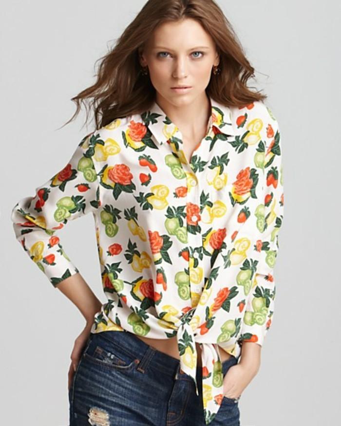 chemisier-fleuri-avec-des-panta-courts-en-jeans-resized