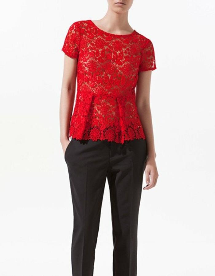 chemisier-fleuri-rouge-dentelle-a-porter-aussi-avec-un-pantalon-de-type-masculin-resized