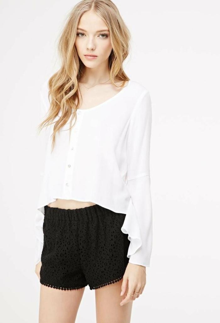 chic-et-élégant-avec-short-noir-fluide-femme-et-shemise-blanche