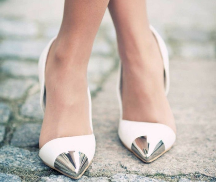 chic-tenue-chaussure-blanche-femme-belle-cool