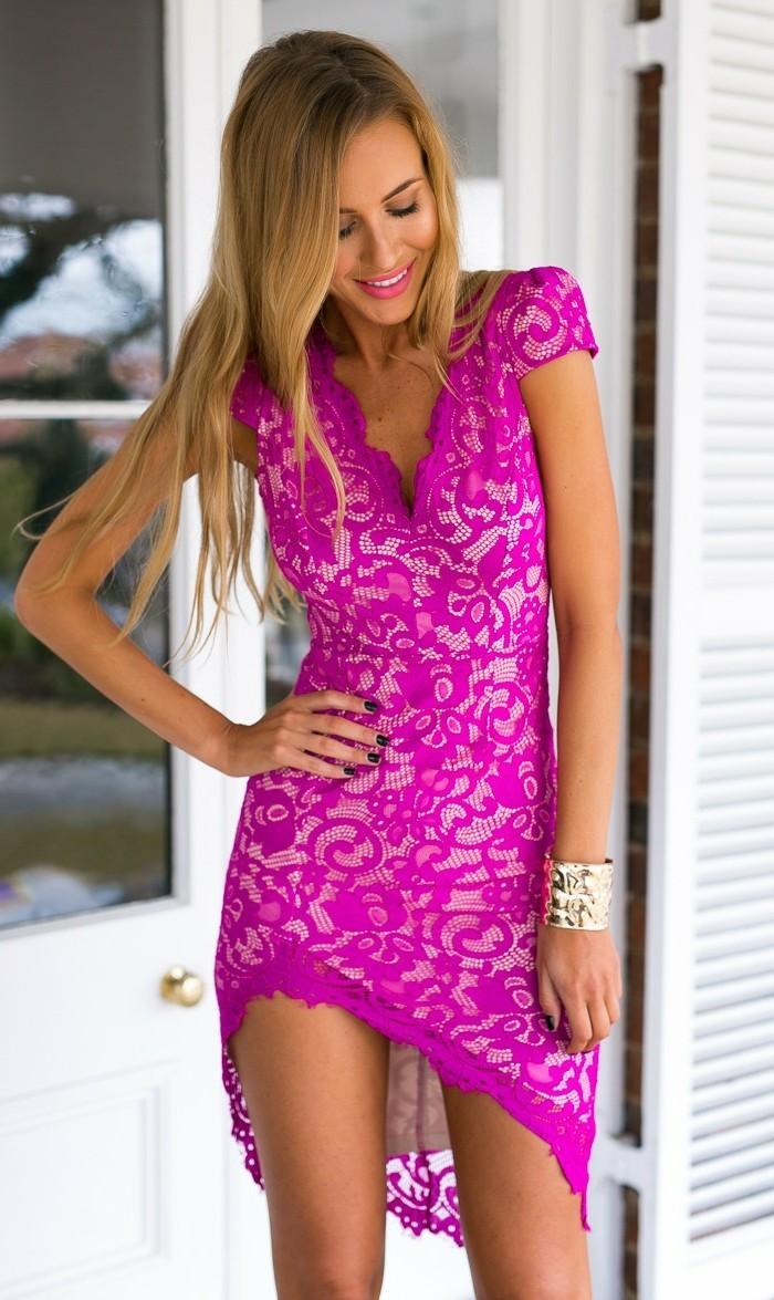 chique-robe-rose-éléctrique-moderne-asymetrique-robe-dentelle