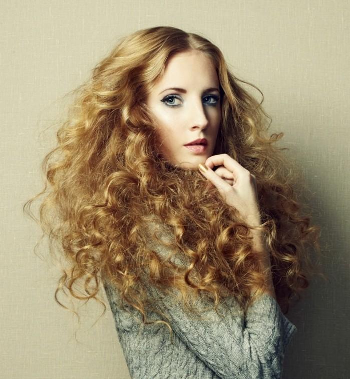 coiffure-boucle-coupe-de-cheveux-bouclés