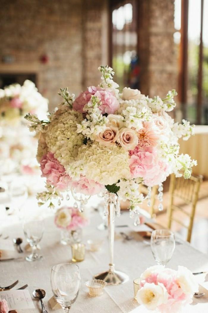 comment-bien-decorer-une-table-mariage-deco-de-table-pas-cher-composition-florale-sur-la-table