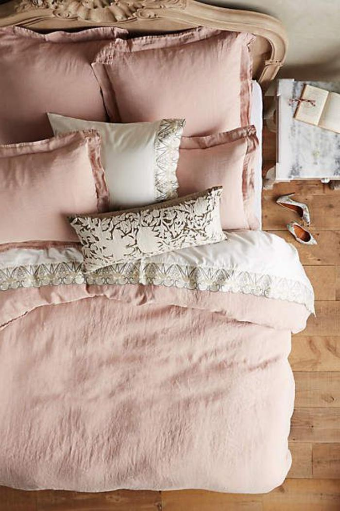 couleur-rose-poudré-couettes-de-lit-roses