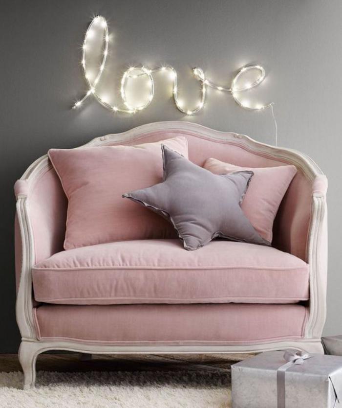 couleur-rose-poudré-canapé-baroque-velours-rose-pêle-et-bois