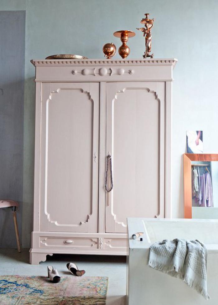 couleur-rose-poudré-décoration-de-pièce-armoire-vintage