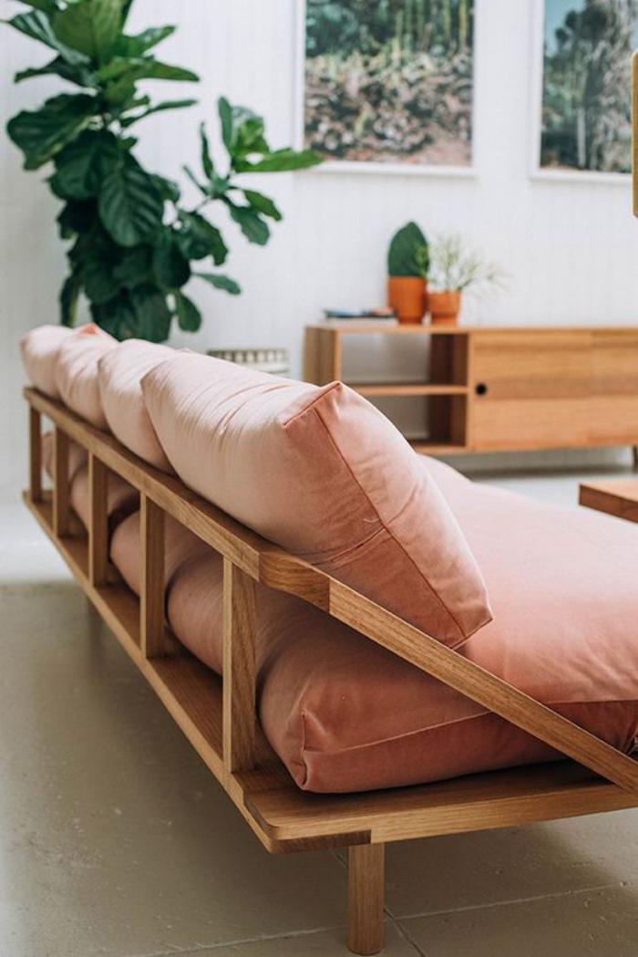 couleur-rose-poudré-intérieur-vintage-sofa-bois-et-matelas-roses