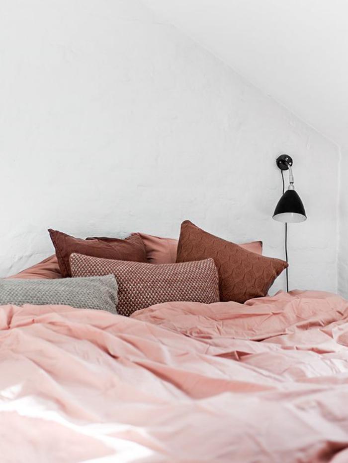 couleur-rose-poudré-linge-de-lit-douceur-coussins