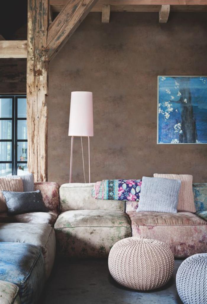 couleur-rose-poudré-sofa-bas-et-modulable-poufèrose-tricoté
