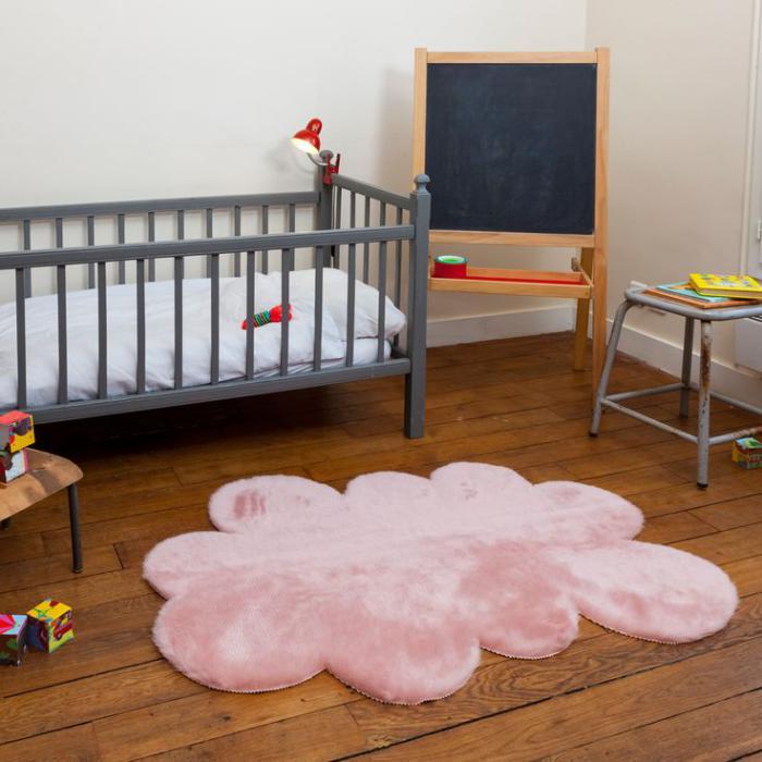 couleur-rose-poudré-tapis-nuage-rose-pour-la-chambre-d'enfant