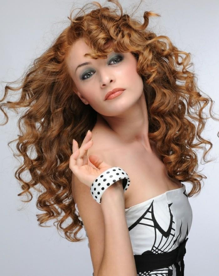 coupe-courte-cheveux-bouclés-coupe-de-cheveux-bouclés