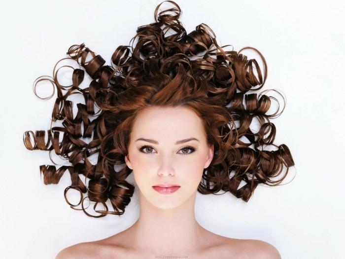 coupe-de-cheveux-bouclés-cheveux-ondulés-cheveux-bouclés