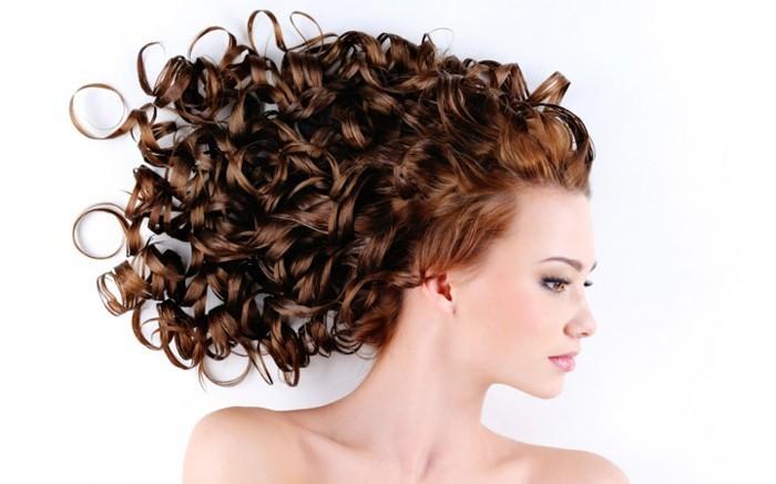 coupe-de-cheveux-bouclés-coiffure-cheveux-bouclés