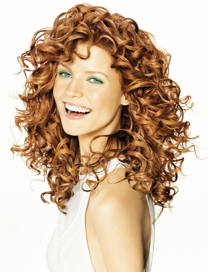 coupe-de-cheveux-carré-dégradé-coupe-de-cheveux-bouclés