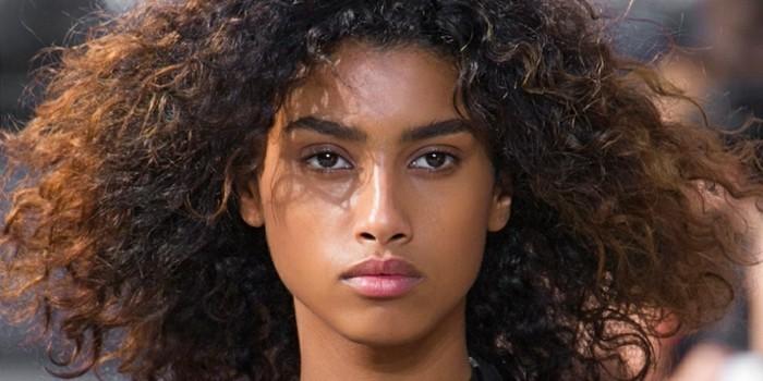 coupe-de-cheveux-carré-dégradé-coupe-de-cheveux-bouclés-boucle-cheveux
