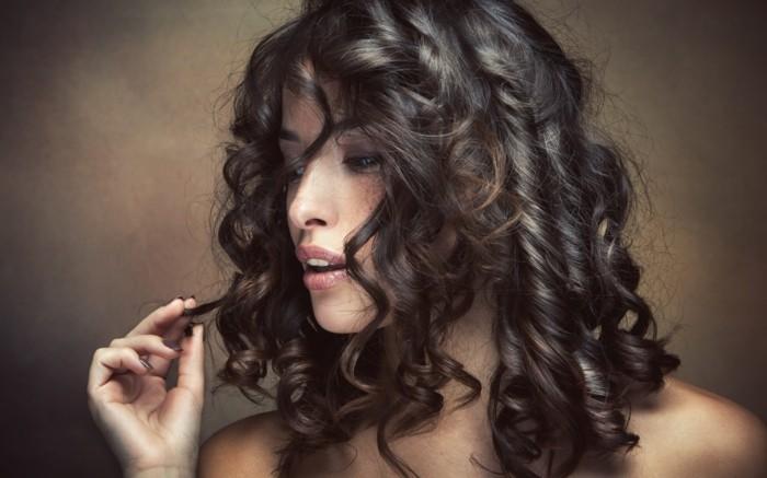 coupe-de-cheveux-frisés-boucles-coupe-de-cheveux-bouclés