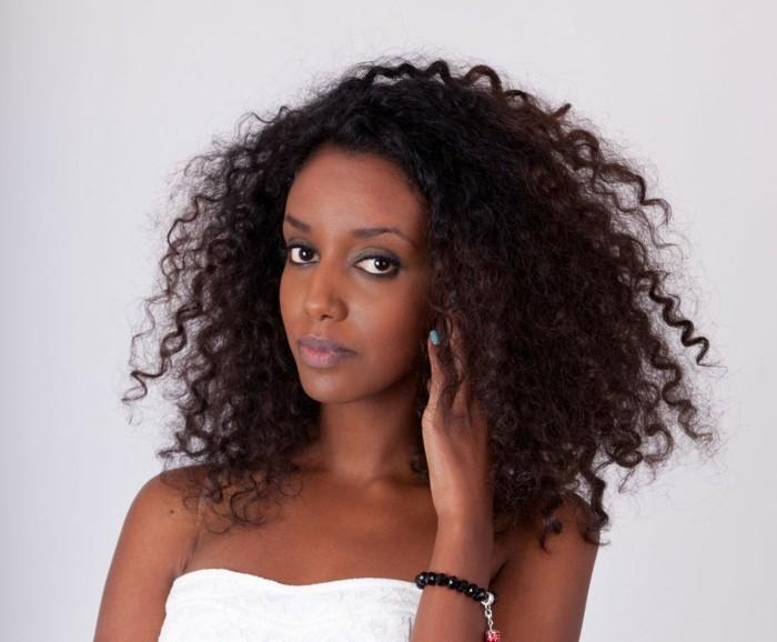 coupe-pour-cheveux-bouclés-cheveux-ondulés-coupe-de-cheveux-bouclés