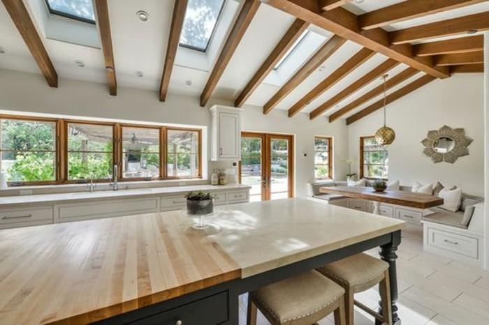 cuisine-sous-pente-et-table-en-bois-clair-verriere-interieure-pas-cher-meubles-de-cuisine-en-bois