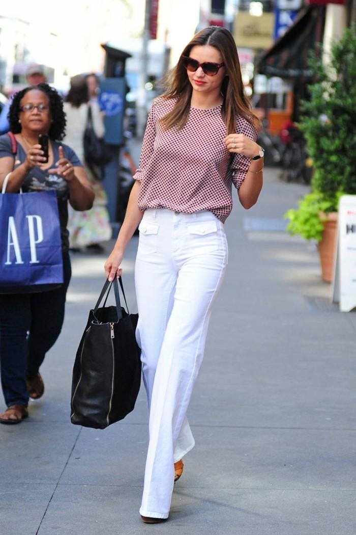 déchiré-jeans-femme-blanc-élégante-miranda-kerr