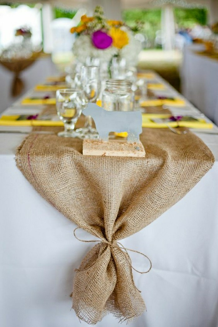 deco-de-table-pas-cher-centre-de-table-de-mariage-chemin-de-table-beige-en-rotin