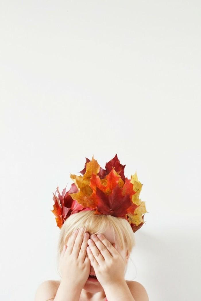 decoration-originale-avec-feuille-pour-herbier-couronne-mignonne