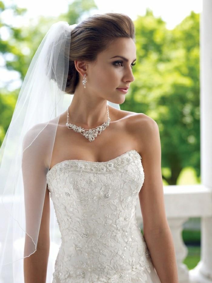 des-bijoux-de-mariage-collier-pour-mariage-blanche-robe