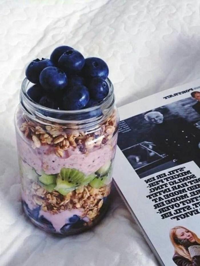 dessert0delicieux-yogourt-auf-fruits-idee-repas-equilibre-menu-équilibré-pas-cher