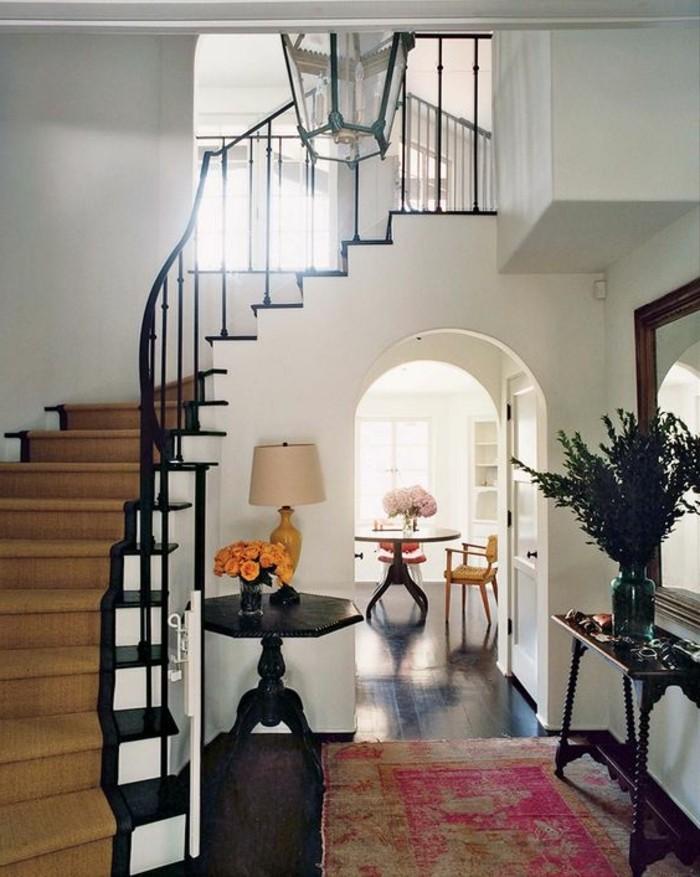 escalier-colimacon-décoration-coloniale-meuble-colonial-cool